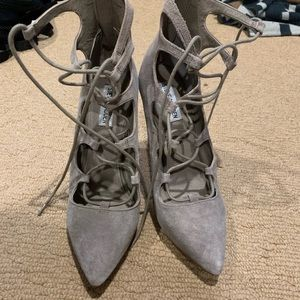 Light grey perfect neutral pointy toe lace ups